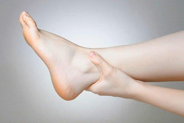 Девушка обнаружила у себя отечность ног