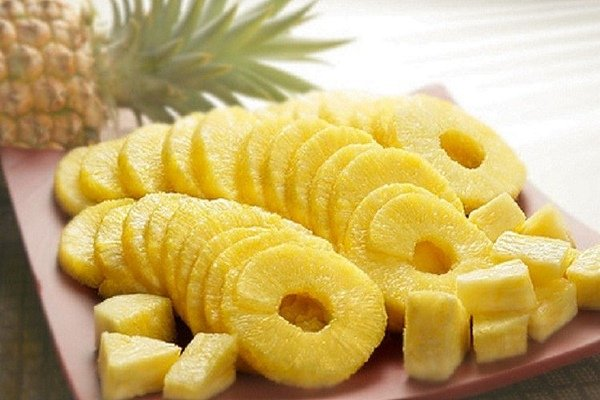 Порезанный ананас